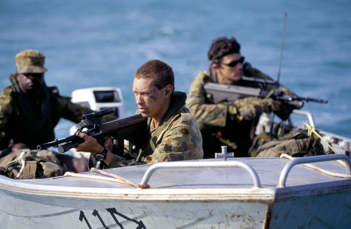 IMMIGRATION PATROL AUSTRALIA ARMED SPECIAL FORCES ON THEIR WAY TO CAPE YORK FOR A ROUTINE IMMIGRATION PATROL 1999